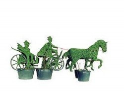 topiary-coach-with-2-horses-coachman-and-passengers7